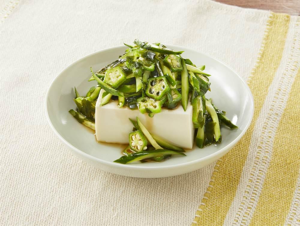 写真:きゅうりとわかめの豆腐サラダ