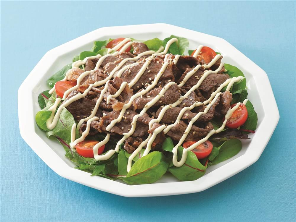 写真:焼肉とベビーリーフのサラダ
