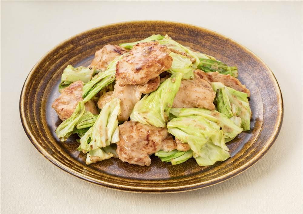 写真:深煎りごまドレッシングで!鶏むね肉とキャベツのソテー
