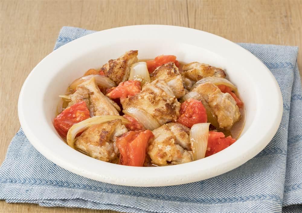写真:トマトと鶏もも肉のマヨ炒め煮