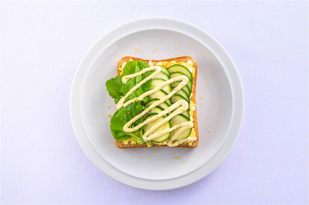 写真:ズッキーニとたまごのサラダトースト
