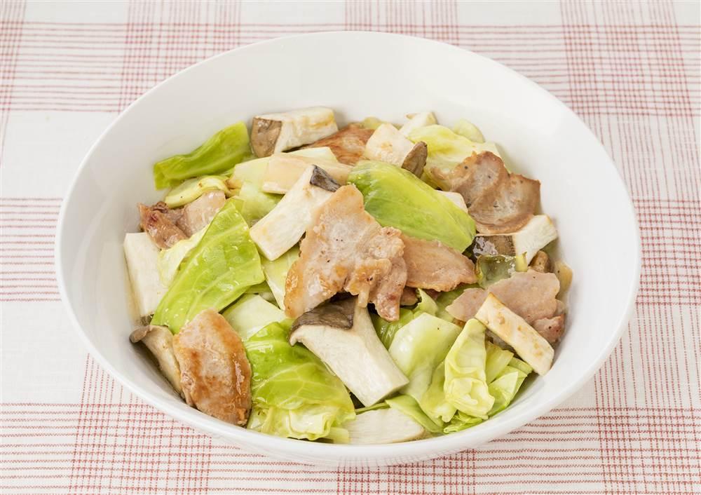 写真:キャベツとエリンギと豚肉の蒸し煮