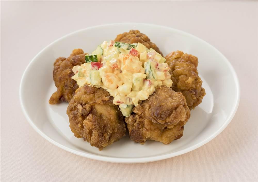 写真:鶏のから揚げ 野菜たっぷりタルタルソース