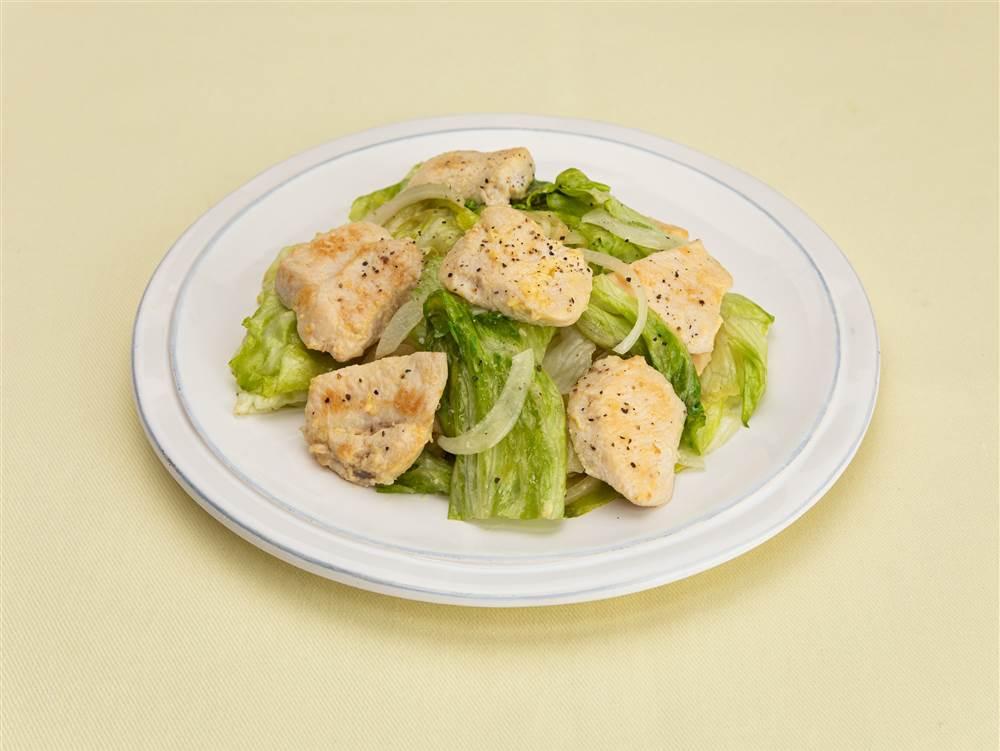 写真:鶏むね肉とレタスのマヨ炒め