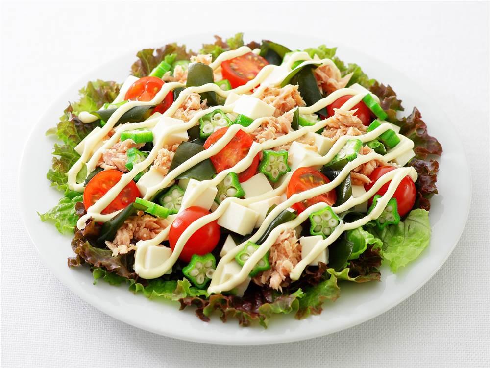 写真:豆腐とオクラとわかめのサラダ
