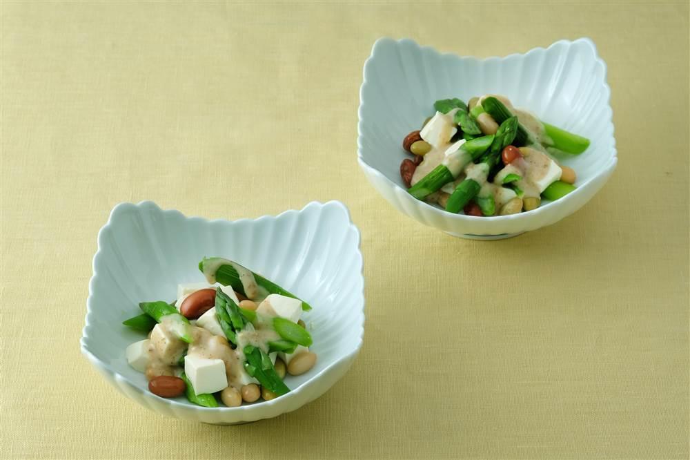 写真:グリーンアスパラガスとミックスビーンズのサラダ