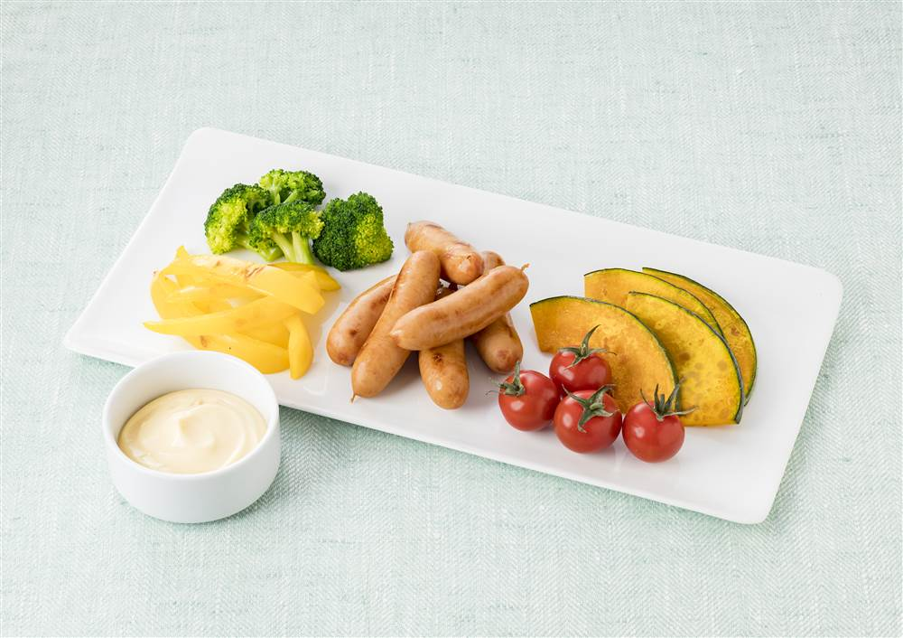写真:ソーセージと彩り野菜の燻製マヨディップ