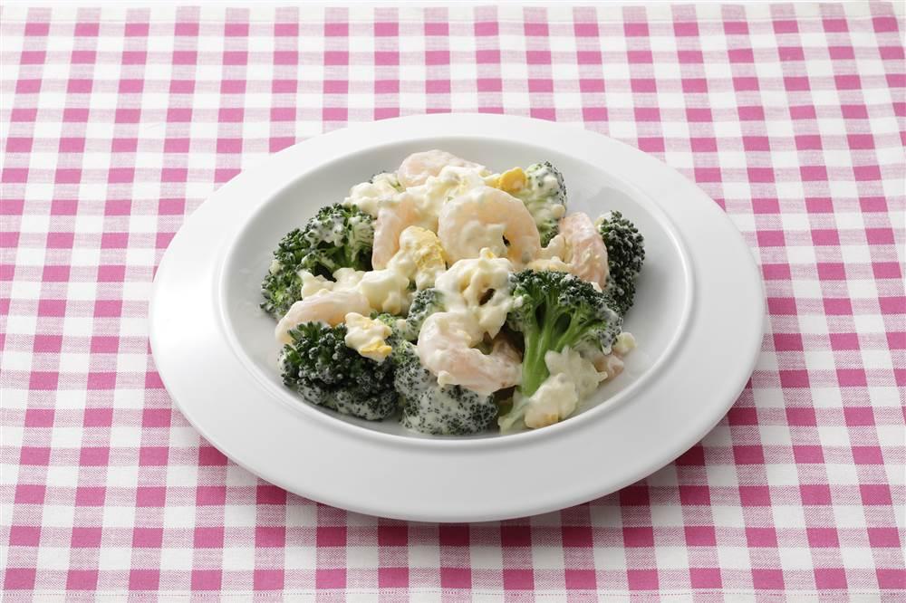 写真:えびとブロッコリーのたまごのタルタルサラダ