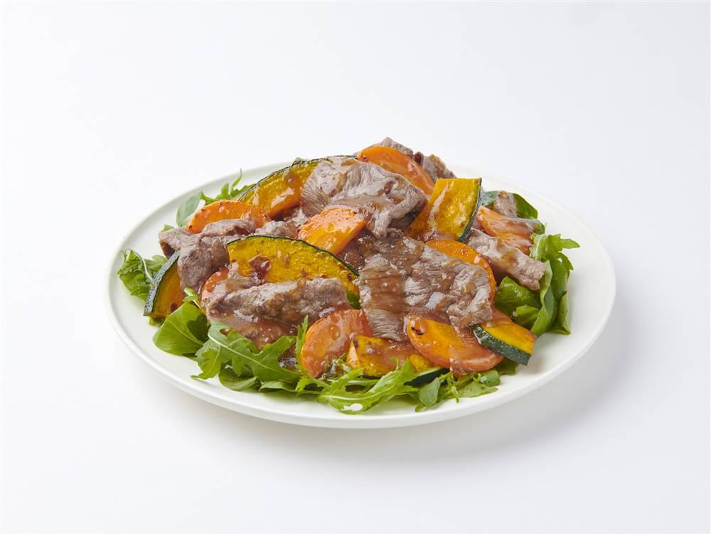 写真:牛肉とかぼちゃとにんじんのサラダ