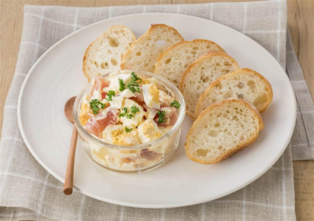 写真:生ハムとクリームチーズのたまごサラダディップ