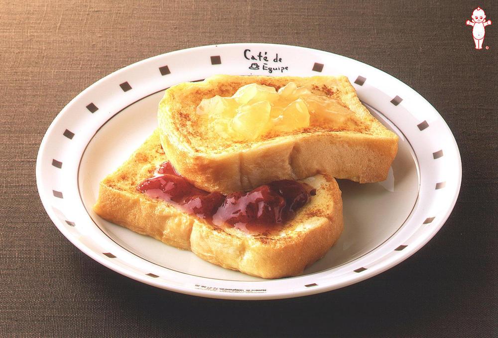 写真:イチゴとリンゴのフレンチトースト