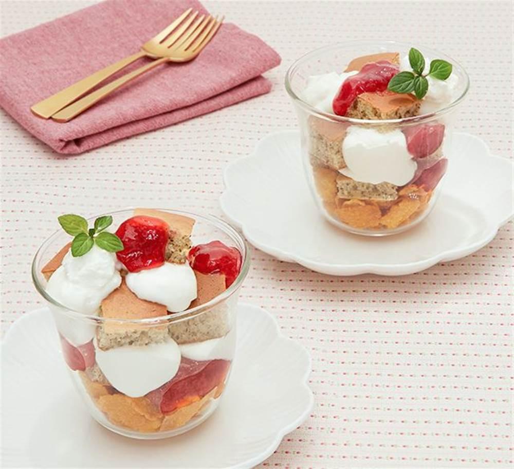 写真:いちごと紅茶のホットケーキトライフル
