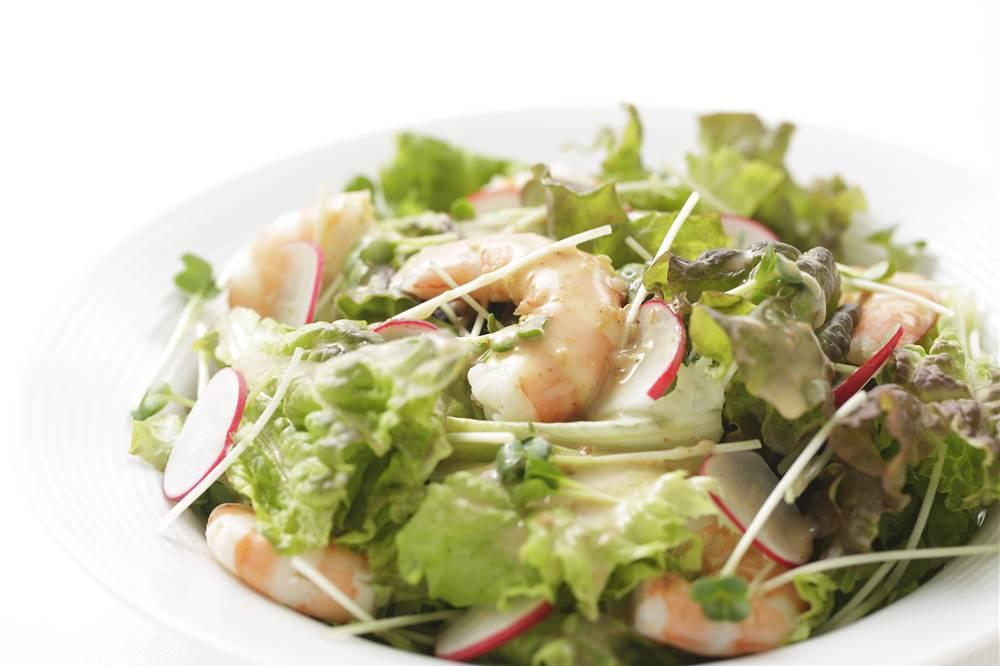 写真:えびとサニーレタスのサラダ