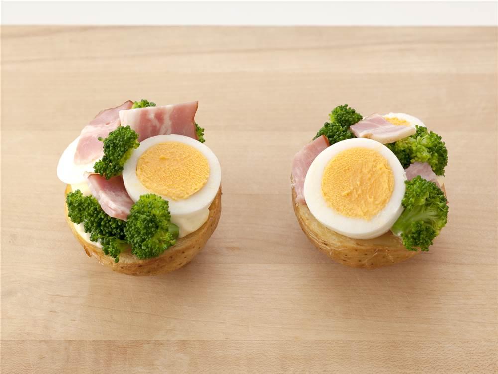 写真:ブロッコリーとゆで卵のポテベジ