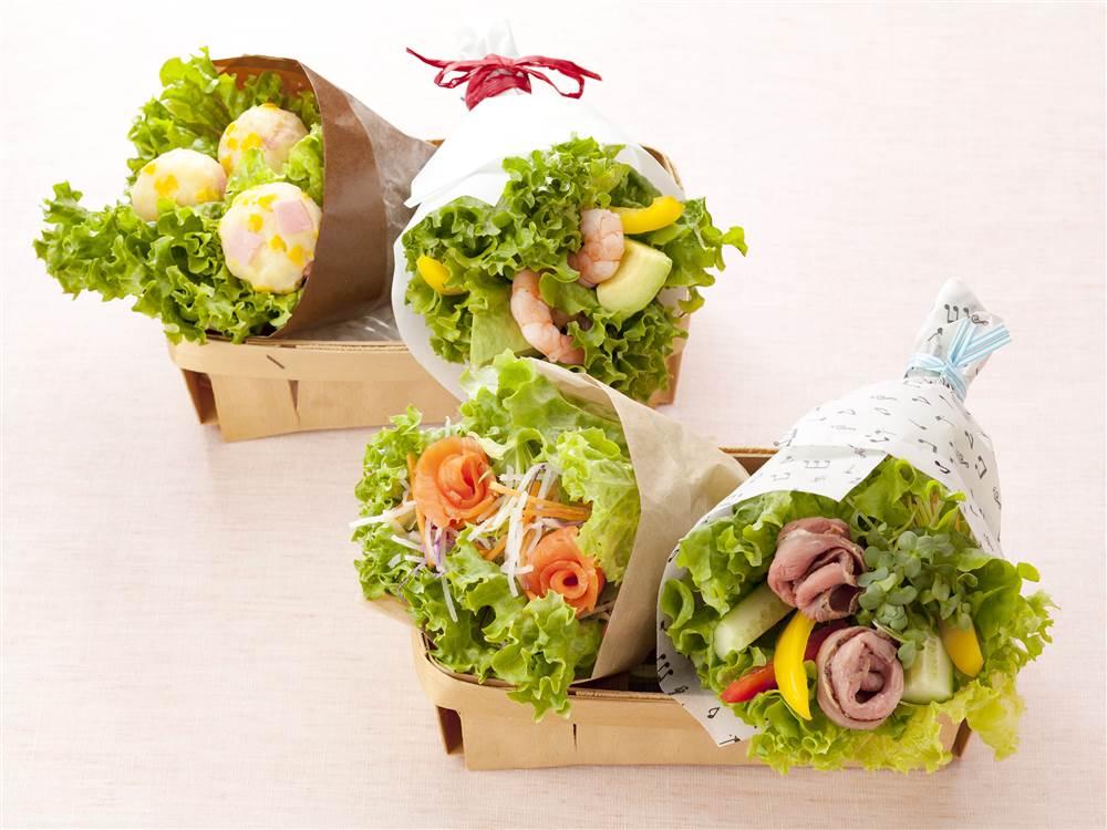 写真:スモークサーモンと水菜と大根のブーケサラダ