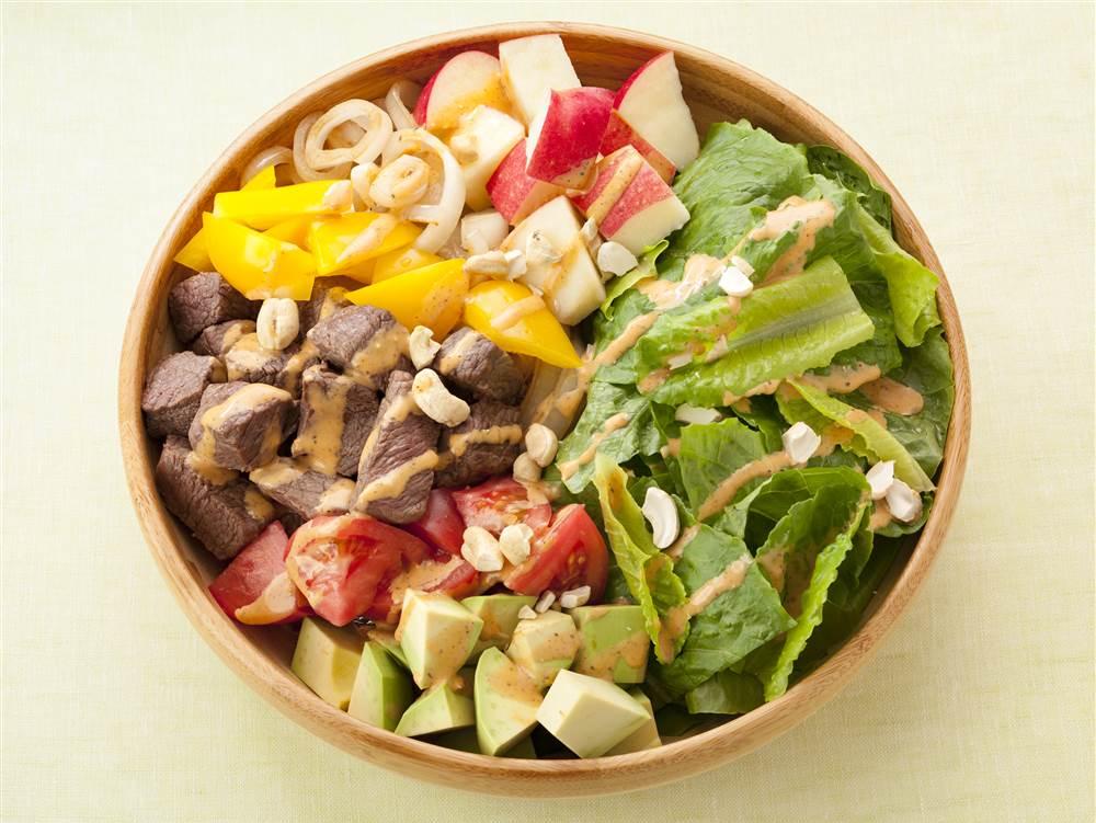 写真:350gの野菜がとれる!サイコロステーキとりんごのパワーサラダ
