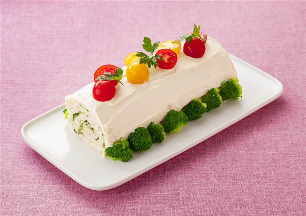 写真:野菜とハムのサンドイッチロールケーキ