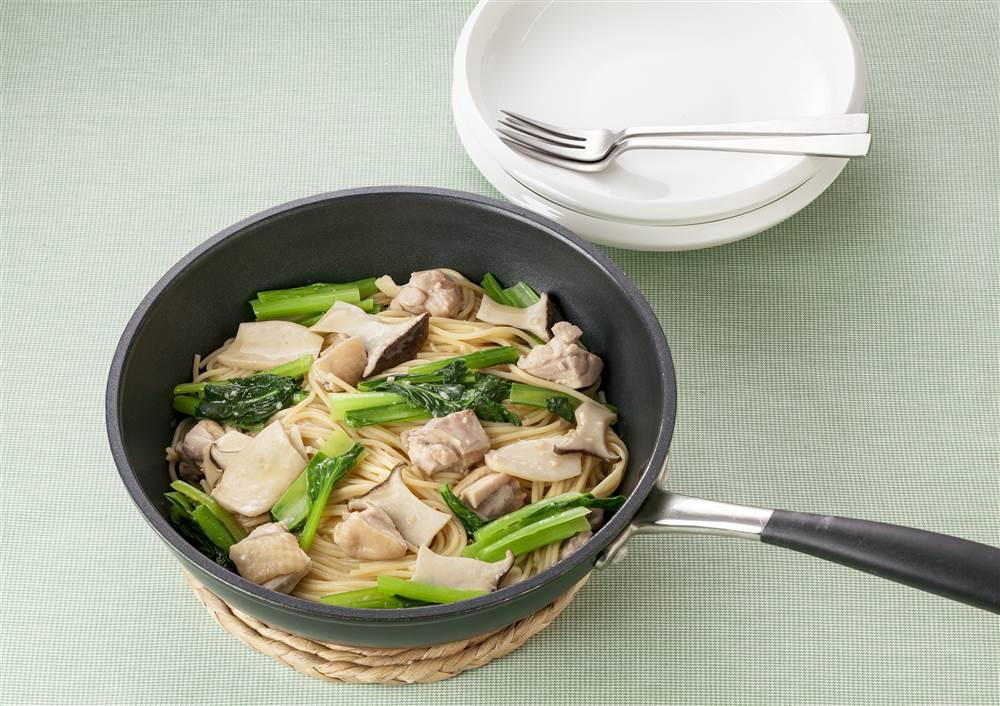 写真:フライパン1つで!小松菜とエリンギの和風パスタ