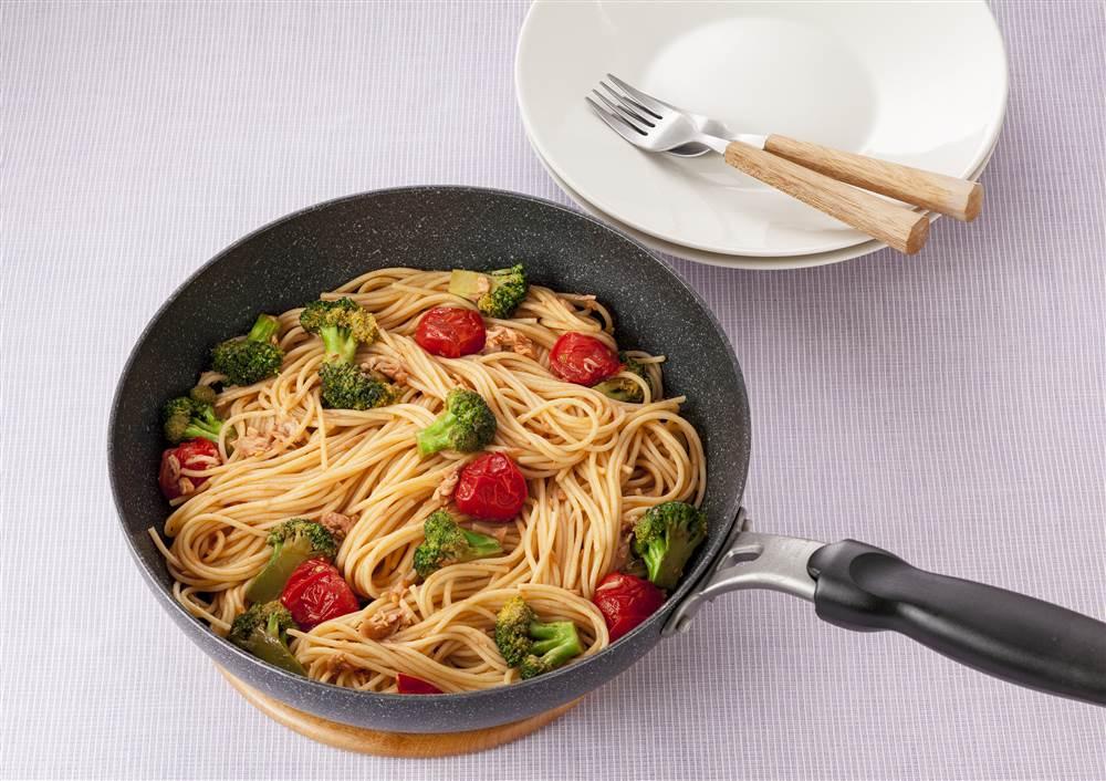 写真:ブロッコリーとツナのトマトパスタ