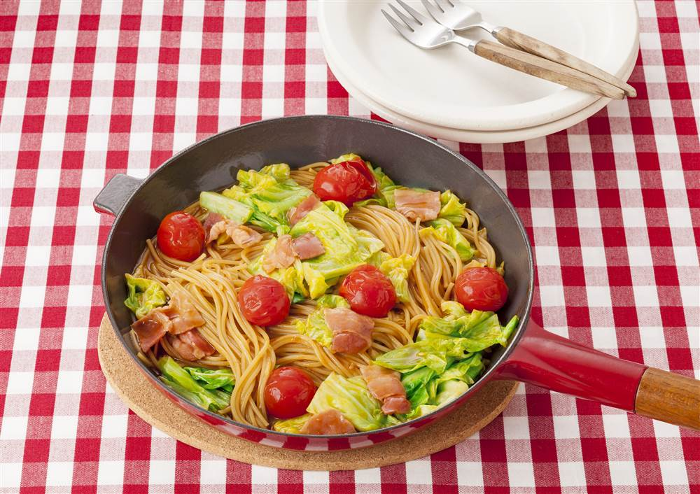 写真:フライパン1つで!キャベツとベーコンのトマトパスタ