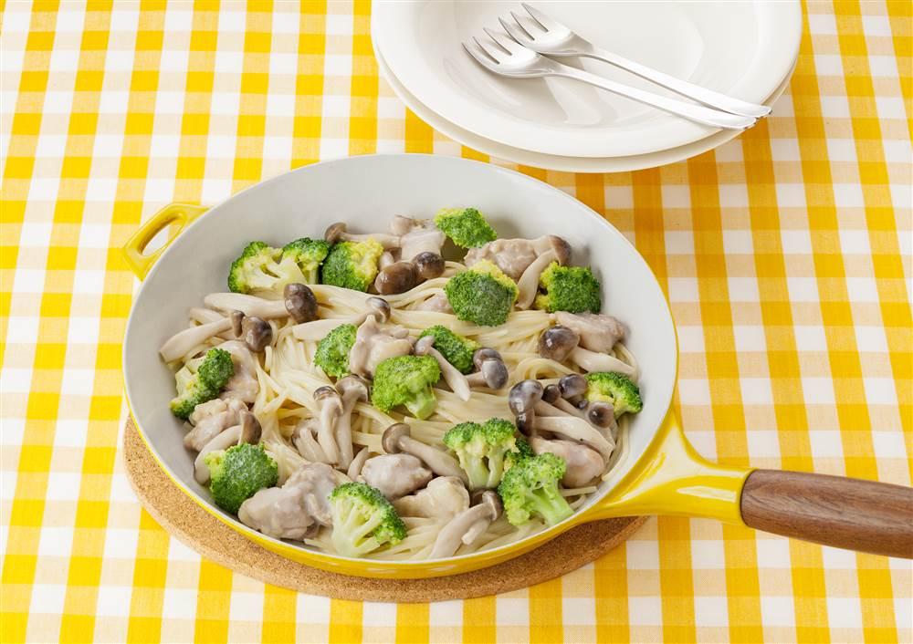 写真:フライパン1つで!ブロッコリーと鶏肉のクリームパスタ