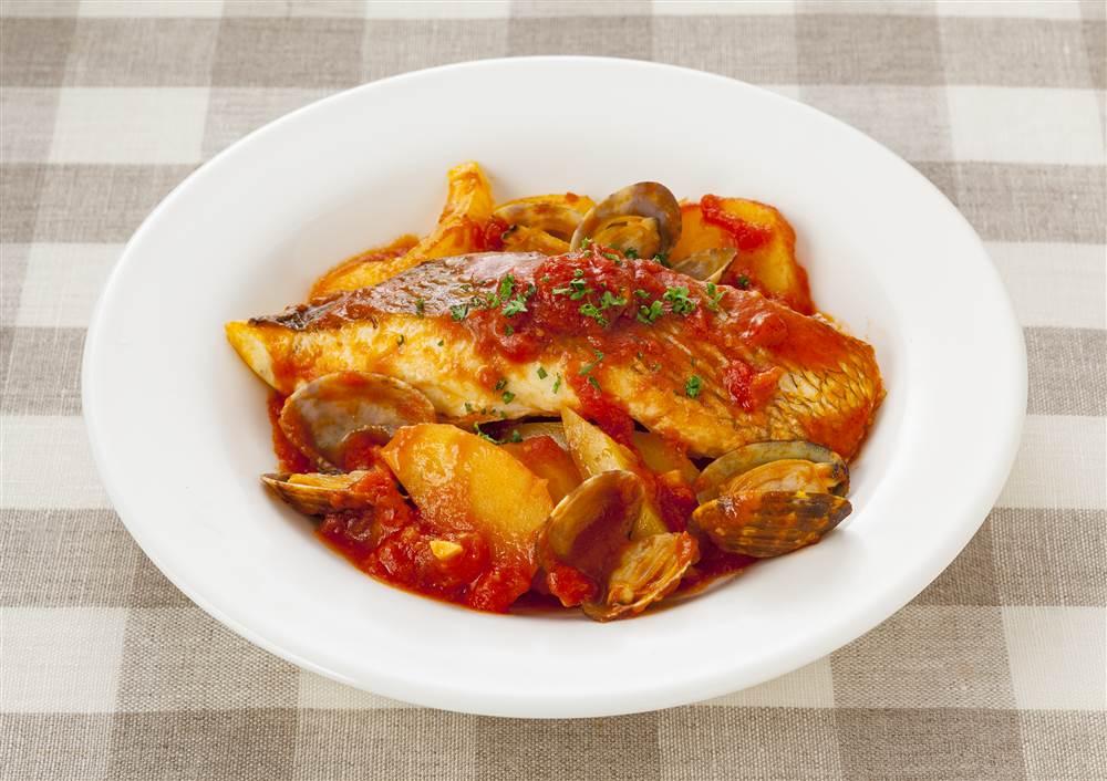 写真:フライパン1つで!鯛のトマトガーリック蒸し