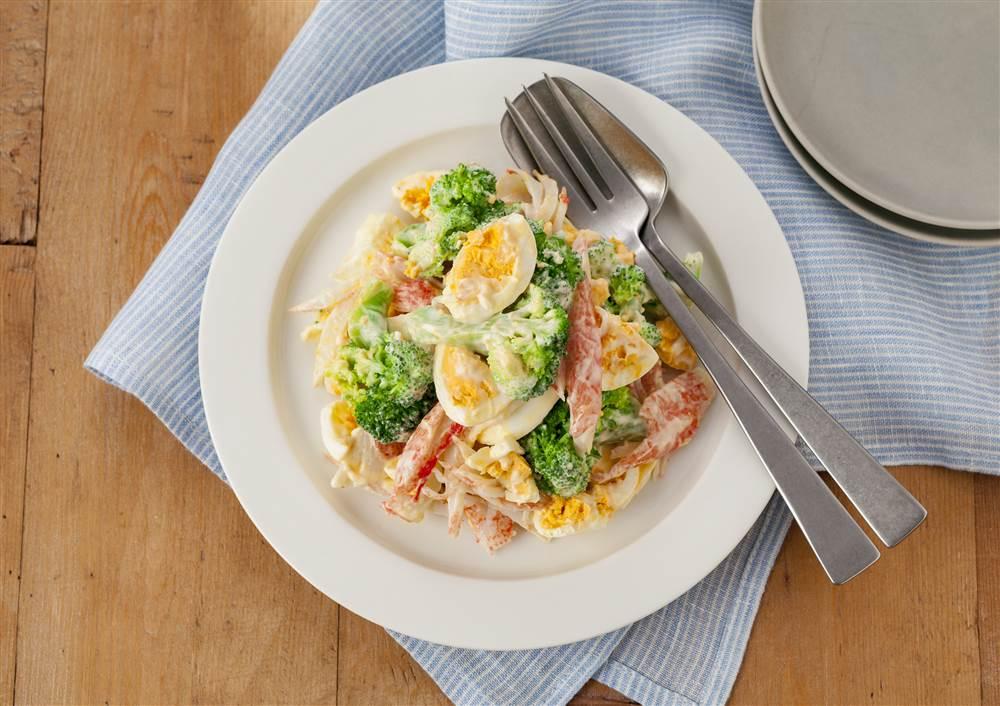 写真:かにかまとブロッコリーのデリ風たまごサラダ