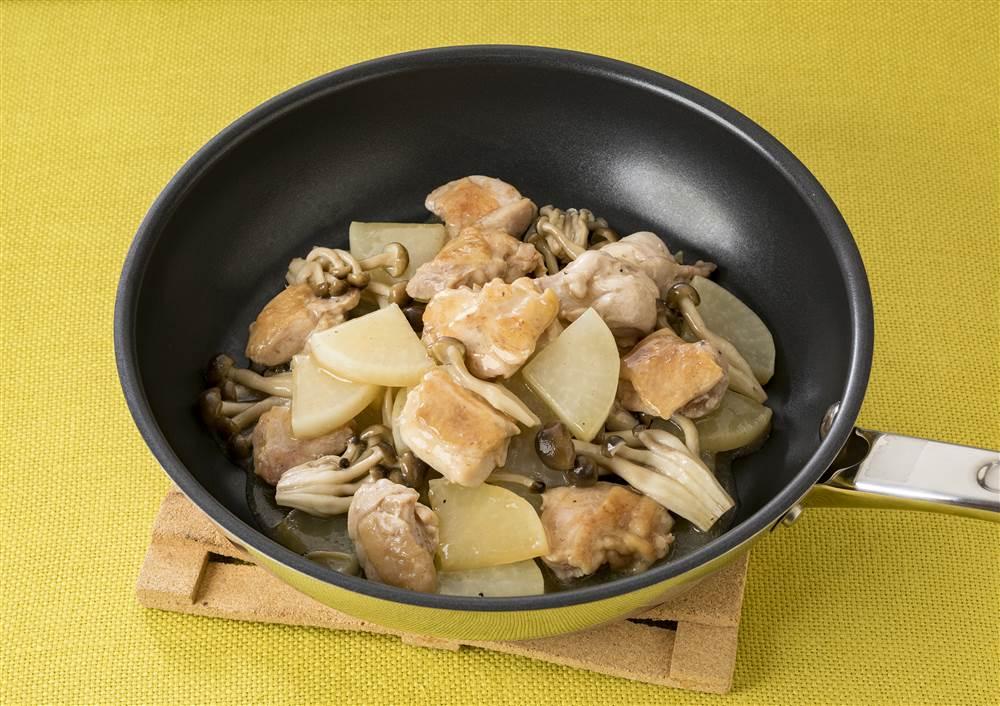 写真:大根と鶏もも肉の蒸し煮