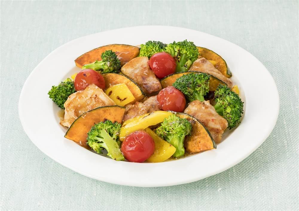 写真:チキンとかぼちゃとブロッコリーの焼きサラダ