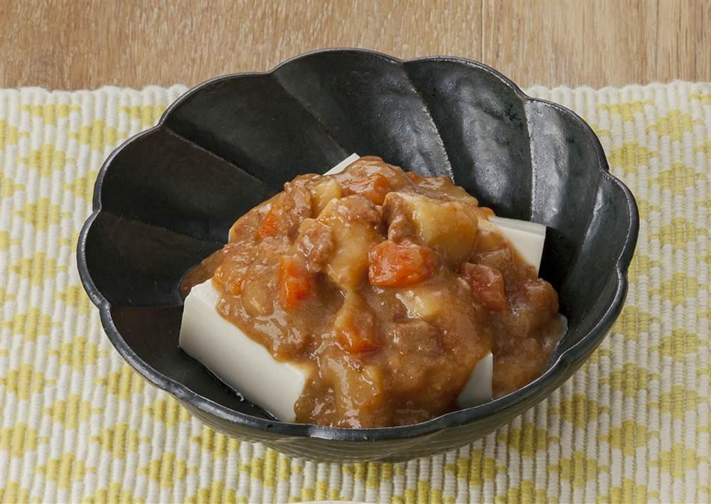 主菜:肉じゃがのせ豆腐