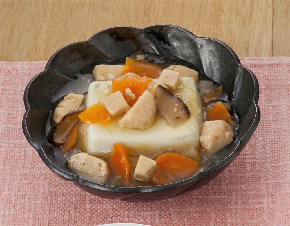 主菜:鶏だんごの野菜煮込み 豆腐がけ