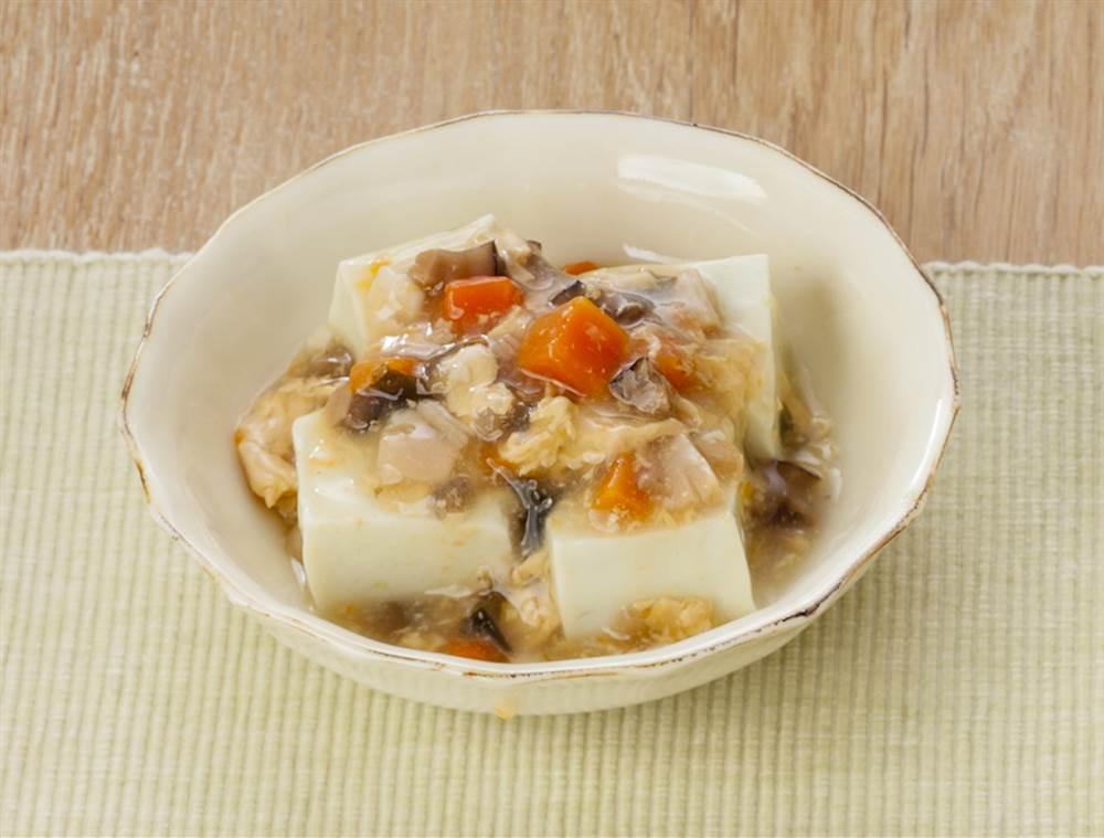 副菜:枝豆豆腐 貝柱の彩りかきたまがけ