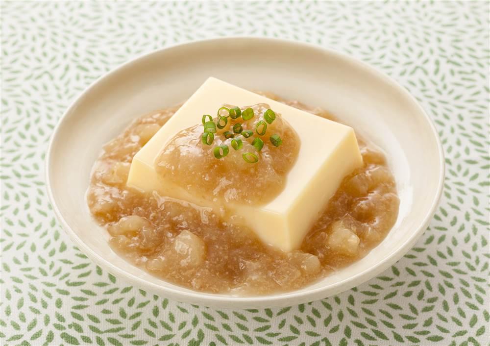 たまご豆腐の大根の鶏そぼろあんかけ